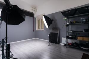 sala-posa-fotografica-lecce-attrezzata-noleggio-cavallino-salento-puglia-looteck-lab-antonio-fatano-01